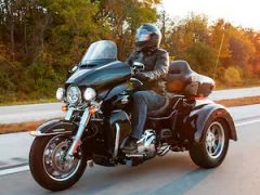 2021-tri-glide-ultra-motorcycle-g1